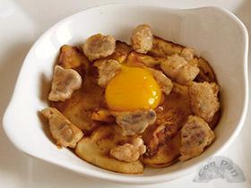 Hongos y mollejas a la plnacha con yema de huevo
