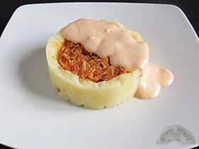 Patata rellena de txangurro con mayonesa de salmorejo